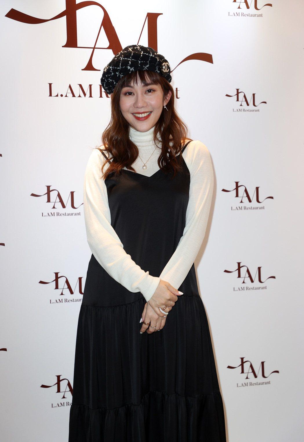 王宇婕為好友餐廳開幕站台。記者曾吉松/攝影