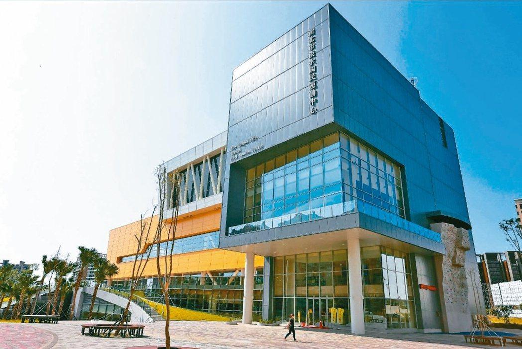 新北市淡水運動中心附近交通便利、生活機能佳、房價實惠,成為房市交易熱區。(本報系...