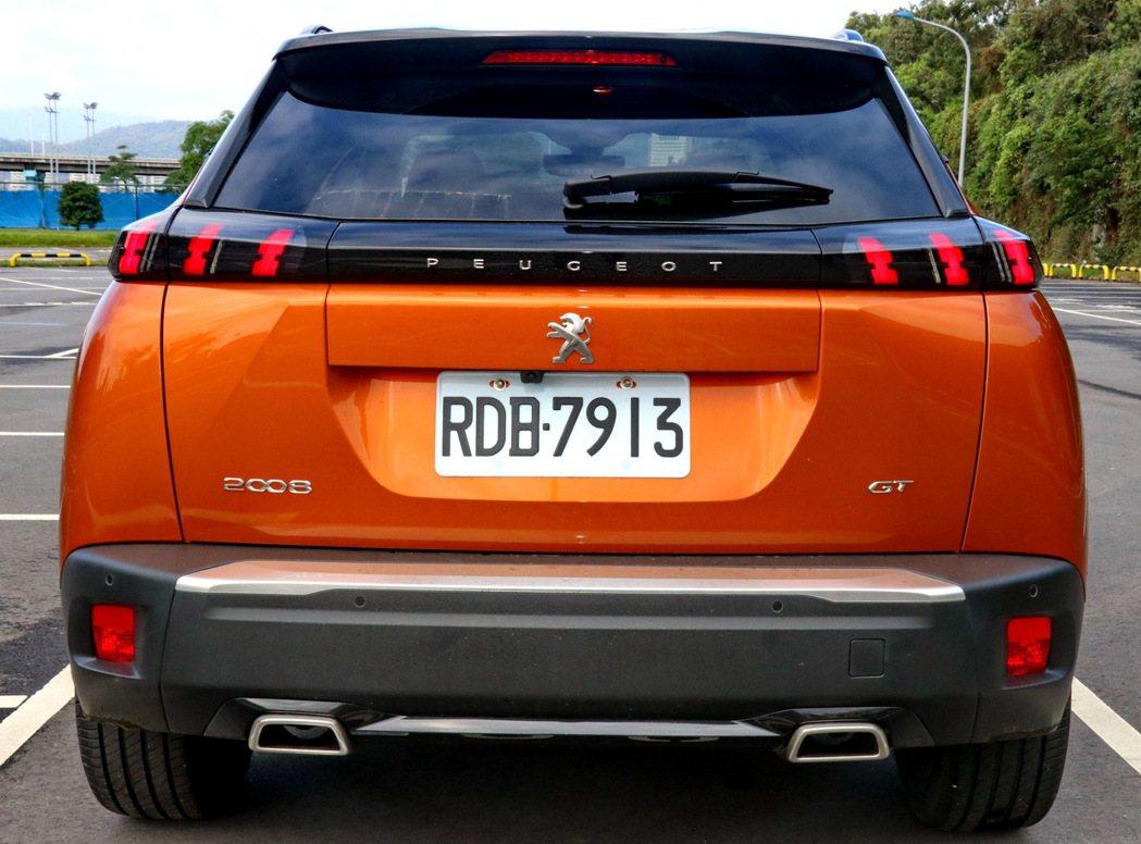 車尾設計與車頭前後呼應。 記者陳威任/攝影