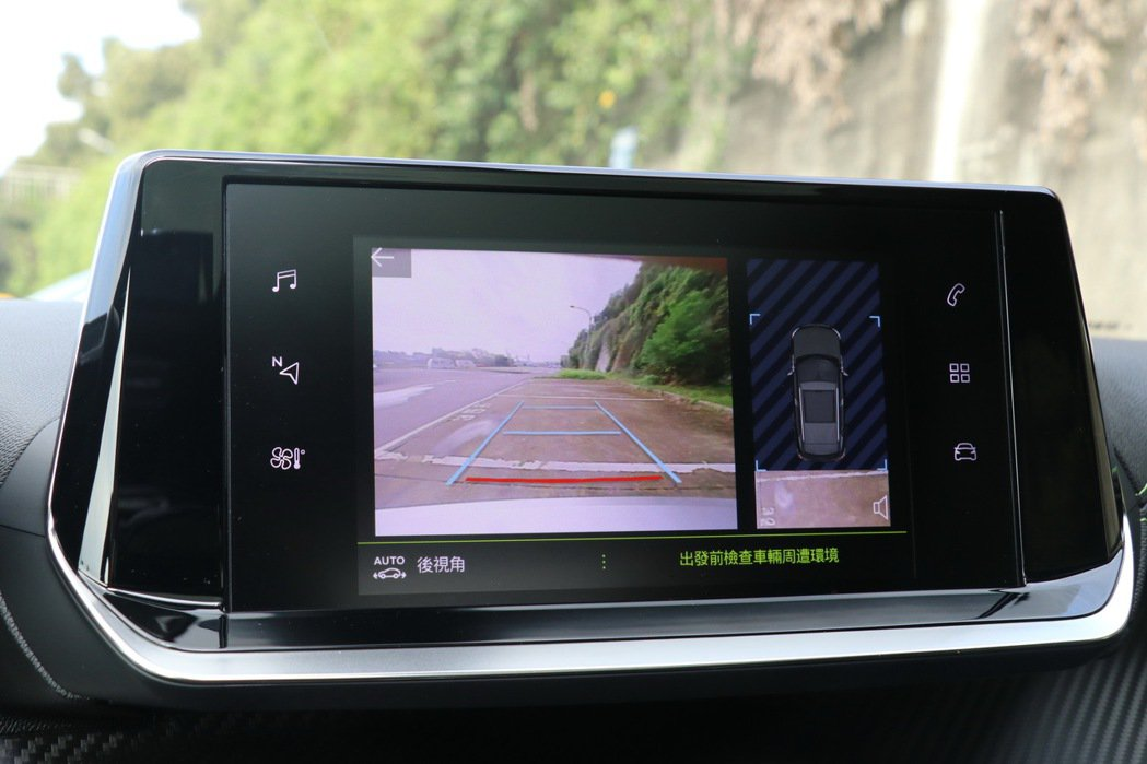 VisioPark後方多模式環景駐車輔助系統。 記者陳威任/攝影