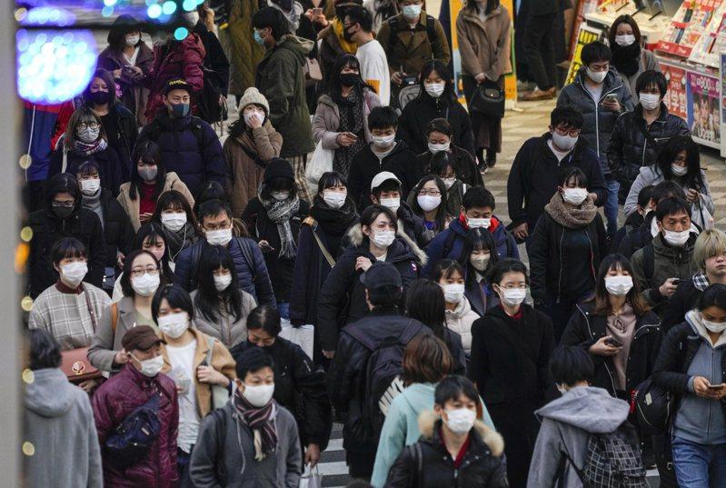 日本2019冠狀病毒疾病(COVID-19)疫情延燒,境內重症患者數較昨(26日)增加,總數659人創歷史新高;疫情最嚴重的東京都今(27日)新增708例確診病例,再創週日最多紀錄。 歐新社