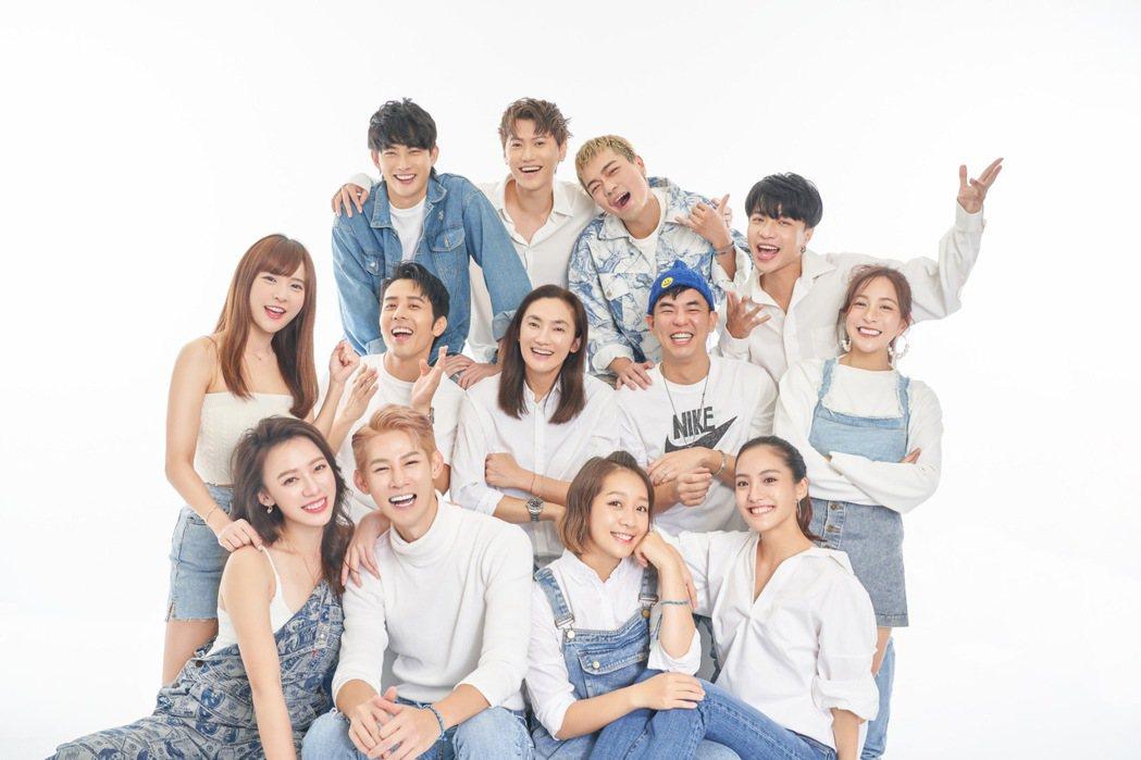 「全明星運動會」藍隊齊聚拍攝全家福。圖/Team Blue提供