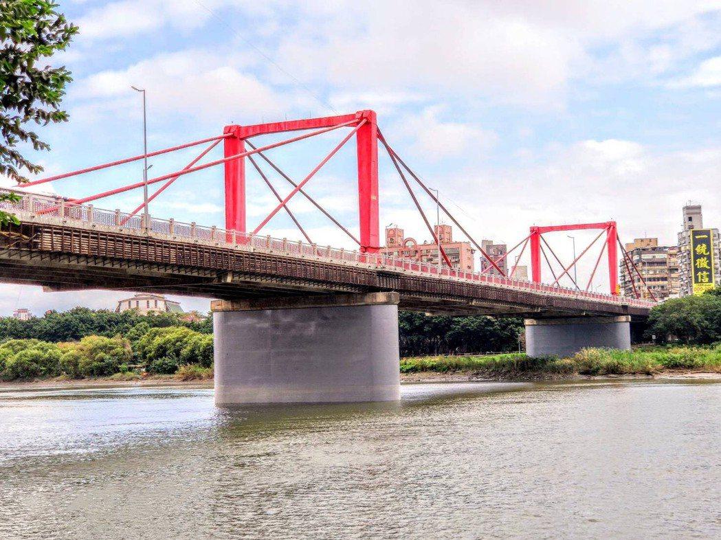 橋齡43年的光復大橋近日已完成耐震補強工作,讓耐震評估等級符合最新耐震性能標準,...