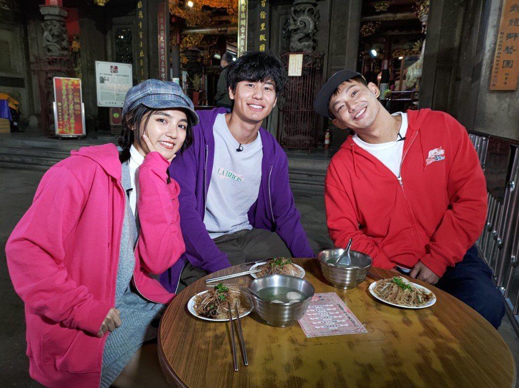 朵拉(左起)、風田、威廉挑戰搶攻22縣市首長。圖/TVBS提供