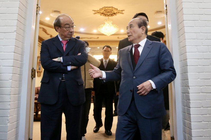 立法院前院長王金平(右)和民進黨團總召柯建銘(左)都是立院的喬事天王。圖/聯合報系資料照片