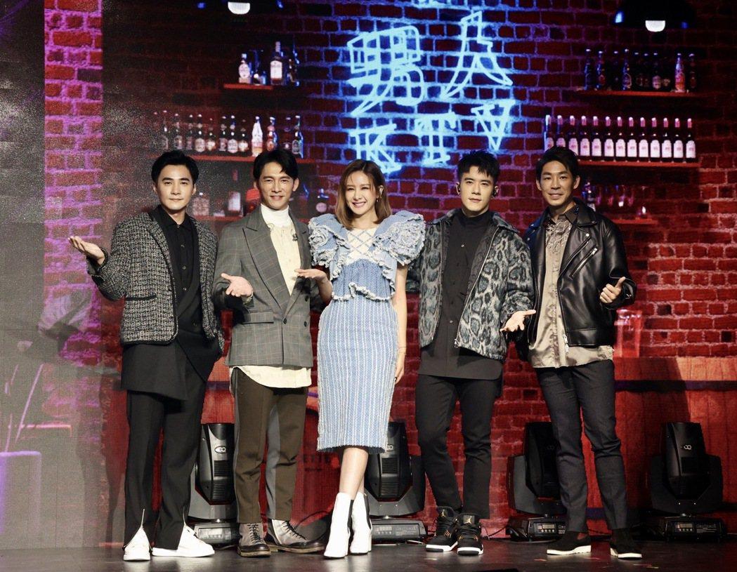 是元介(左起)、溫昇豪、藍鈞天(右起)、JR紀言愷舉辦「男人KTV」演唱會,女神...