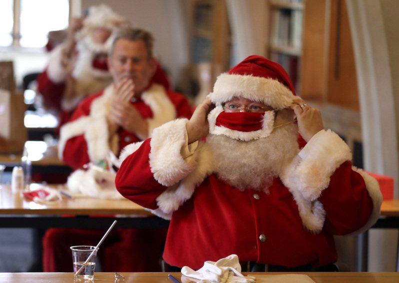 英國耶誕老人訓練學院的學員。路透