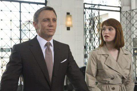號稱丹尼爾克雷格最後一部龐德片的「007 生死交戰」,由於新冠肺炎疫情,整整延後一年才要推出,因此離他交棒之日,又再多了一些時間,但曾在「007:量子危機」與他合作的龐德女郎潔瑪艾特頓,卻坦言該角現...