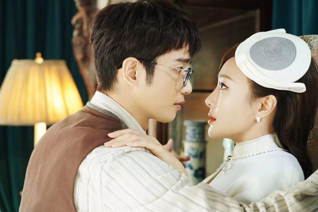 劉以豪(左)在真人秀「平行時空遇見你」中與秦嵐配對。圖/劉以豪工作室提供