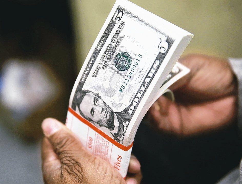 低利環境下,高收債資產可望持續受惠。(路透)