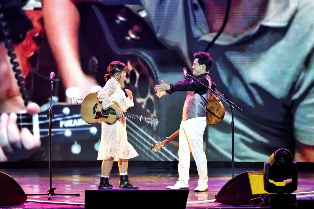 蘇明淵(右)跟小女兒柔柔合作演出大獲好評。圖/紅豆娛樂提供