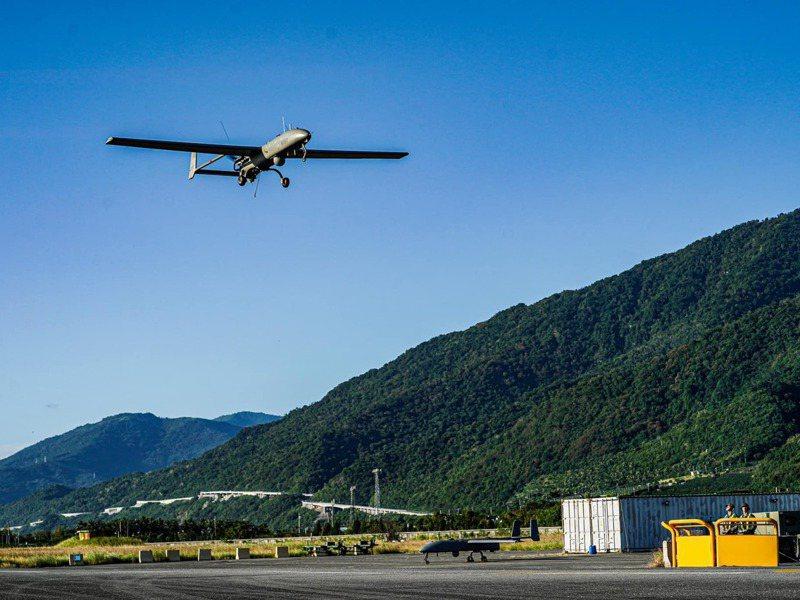 海軍海上偵蒐大隊現有26架銳鳶無人機服役。圖/中華民國海軍臉書粉絲專頁
