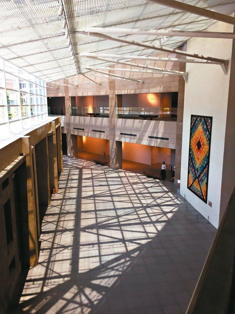 今年奪下「最多人次參觀的博物館」寶座的台南市立美術館,開館以來曾舉辦過藝人林志玲的婚宴。圖/南美館提供