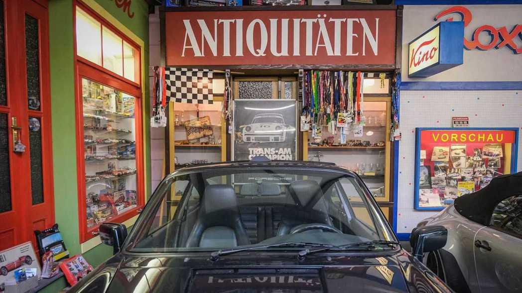 Ottocar收藏的Porsche紀念品。 圖/Porsche提供