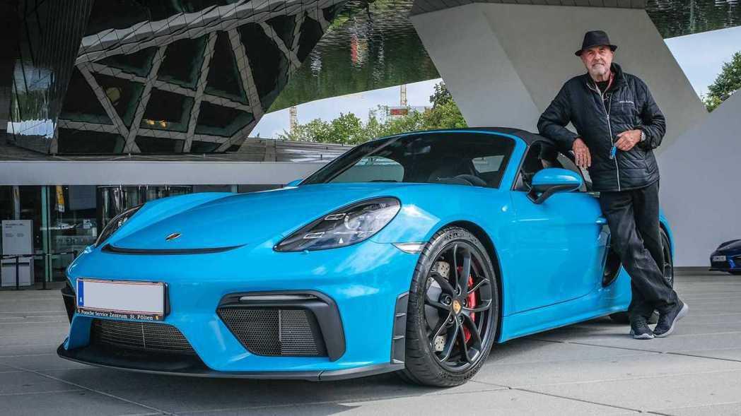 Ottocar購入了他的第80輛Porsche,一輛邁阿密藍的Boxster S...
