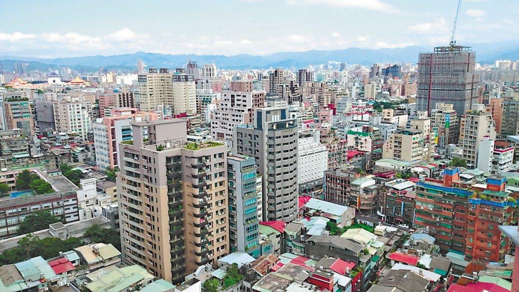 有網友好奇為何台灣許多房子的屋頂都是平的,而且還蓋鐵皮屋? 圖/聯合報系資料照片