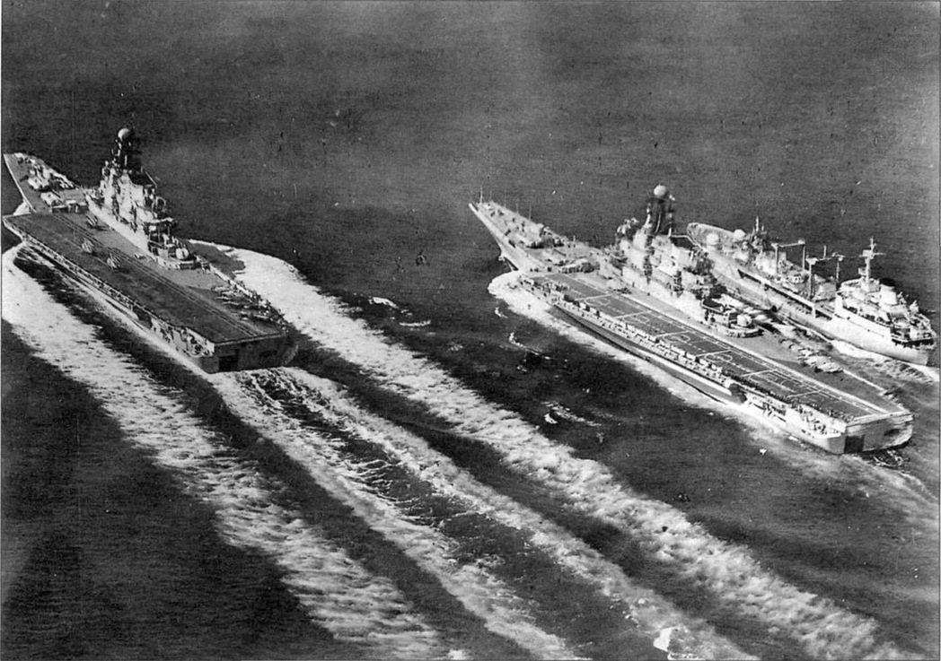 於70年代陸續服役的蘇聯基輔級航空母艦「基輔號」與「明斯克號」。(兩者日後陸續被...