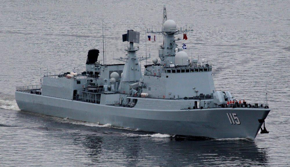 解放軍在2000年代初期將俄羅斯原裝的長程防空雷達與飛彈系統安裝在051級艦體而...