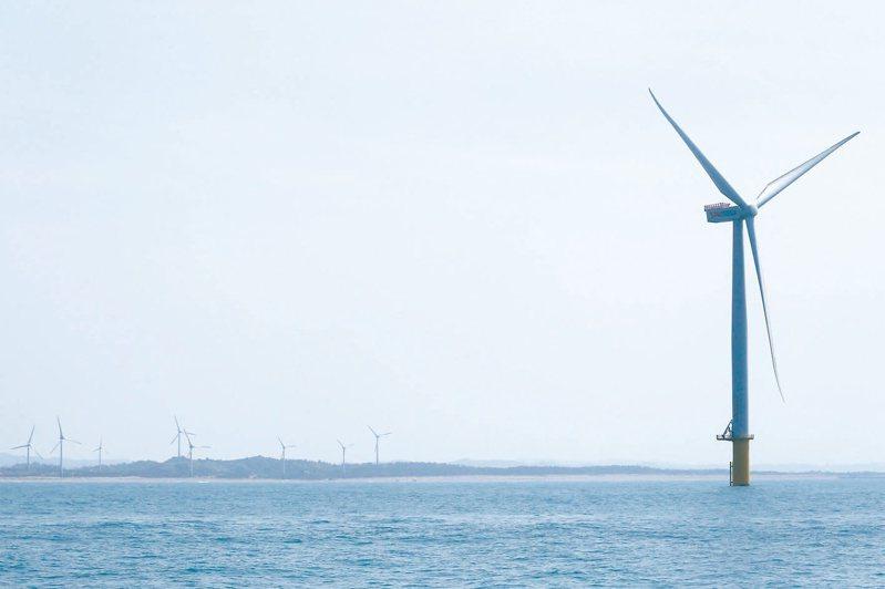 經濟部公告110年再生能源躉購費率向下調整,其中離岸風電20年躉購費率下降幅度高達8.5%。圖/聯合報系資料照