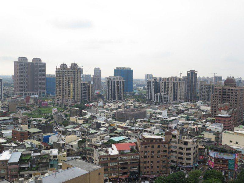 桃園區發展快速,中路重劃區不停有住宅大樓興建落成。記者張裕珍/攝影