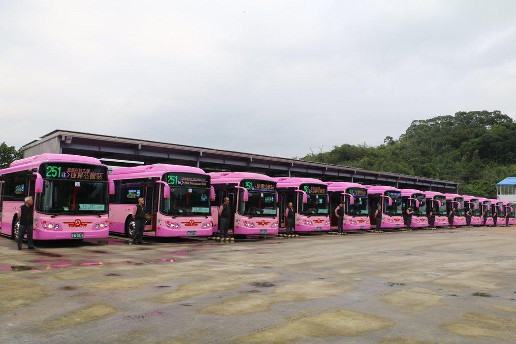 北市今再度購入16輛電動公車配置於2區公車路線營運。圖/北市公運處提供