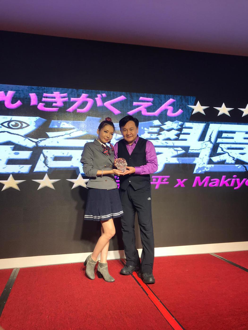 Makiyo和眭澔平搭檔主持網路新節目「怪奇學園」。圖/經紀人提供