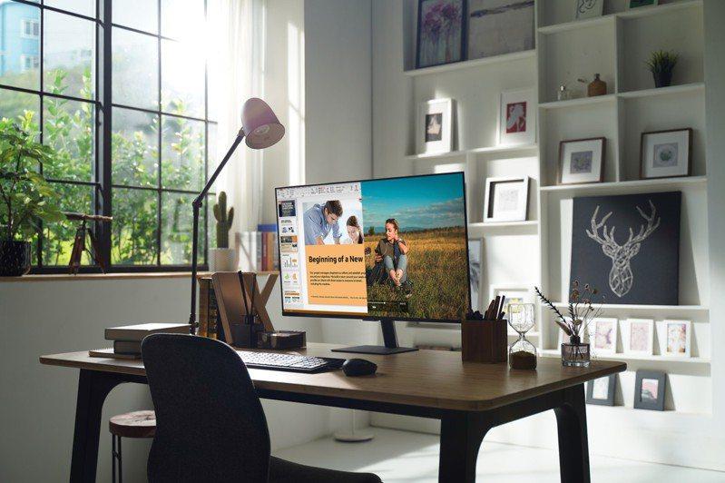 三星電子推出全方位智慧聯網螢幕,娛樂、辦公、遠距學習一機切換零時差。圖/台灣三星電子提供
