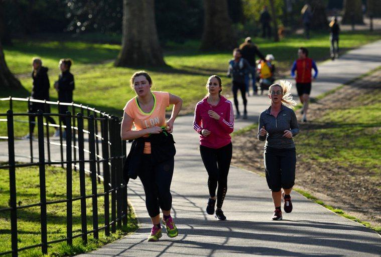 英國政府數據顯示,63%成年人有體重過重或肥胖問題,在國小學童中,每三人就有一人...