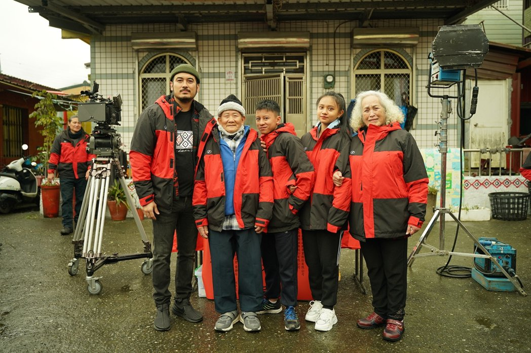 「哈勇他們家」開鏡,左起林孟君、陳德清、張祖鈞、李瑄、林詹珍妹。圖/華映提供