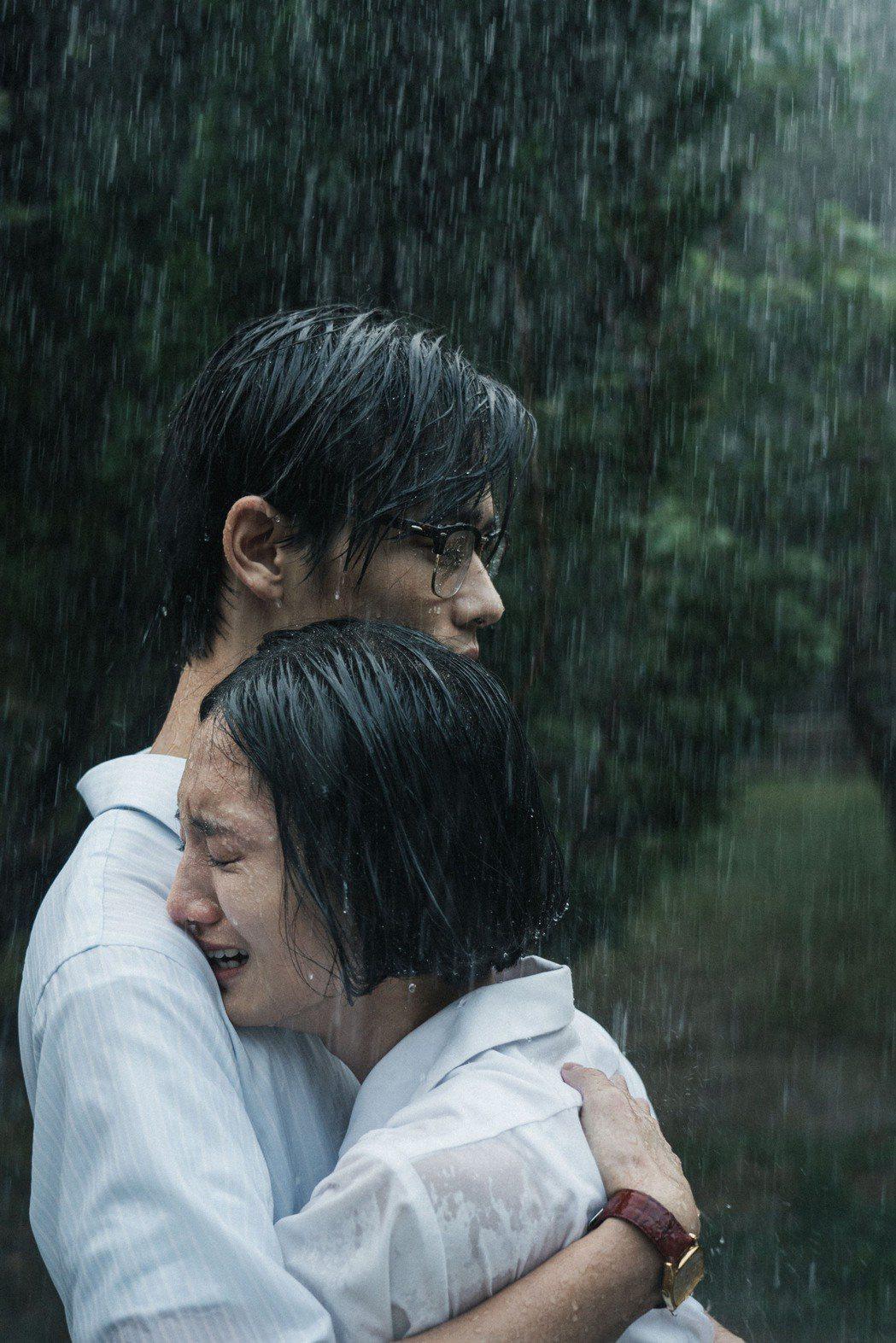 韓寧(右)與夏騰宏詮釋動人情感逼哭觀眾。圖/公視提供
