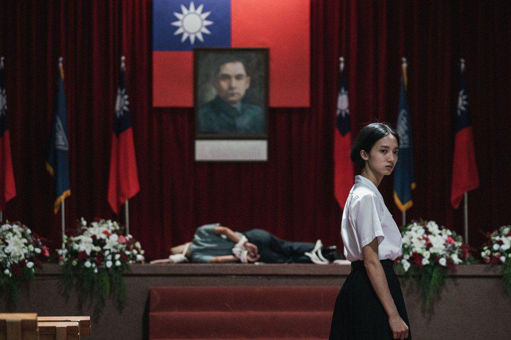韓寧所飾的「方芮欣」成功到90年代復仇。圖/公視提供