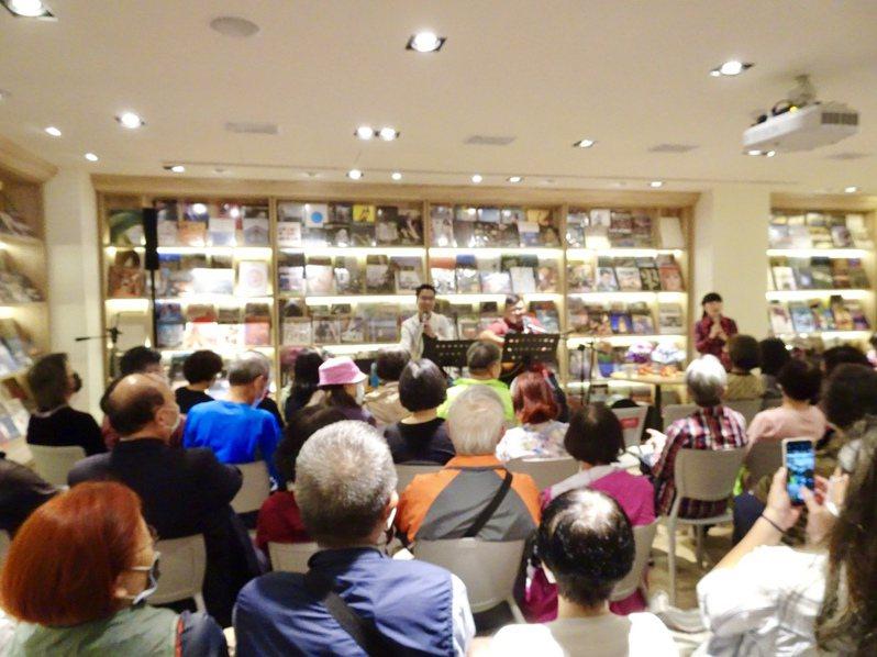 益品書屋已舉辦3場「忘年知音」民歌巡迴演唱會,獲得熱烈迴響。益品書屋提供