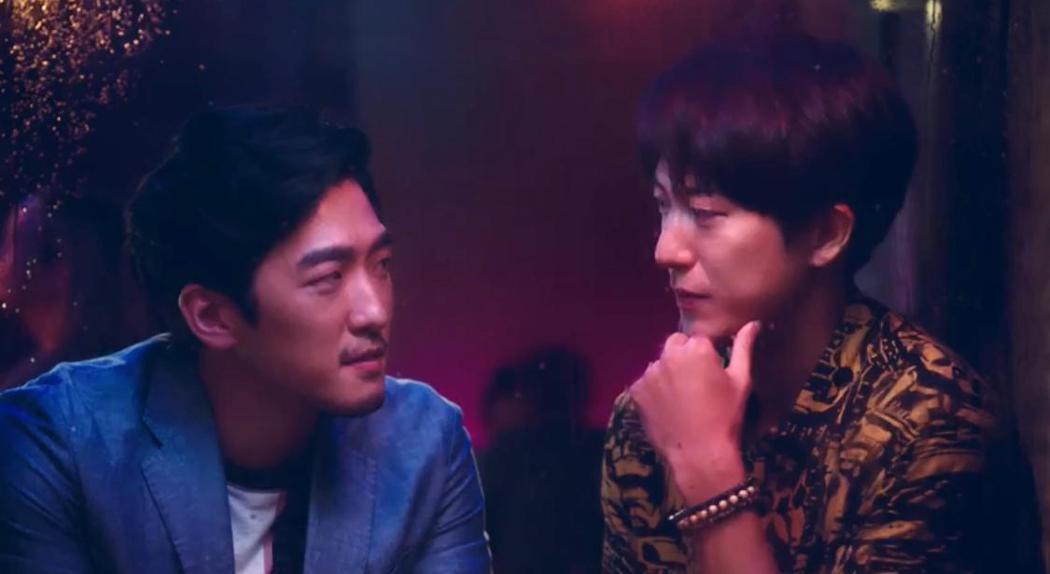 邱昊奇(右)與鍾政均在廣告中上演兄弟曖昧。圖/幸星娛樂提供