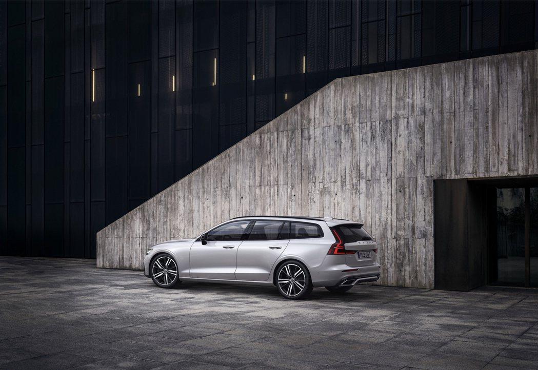 全新年式 Volvo S60 與 V60 兩款北歐風格座駕皆升級為 48V 動力...