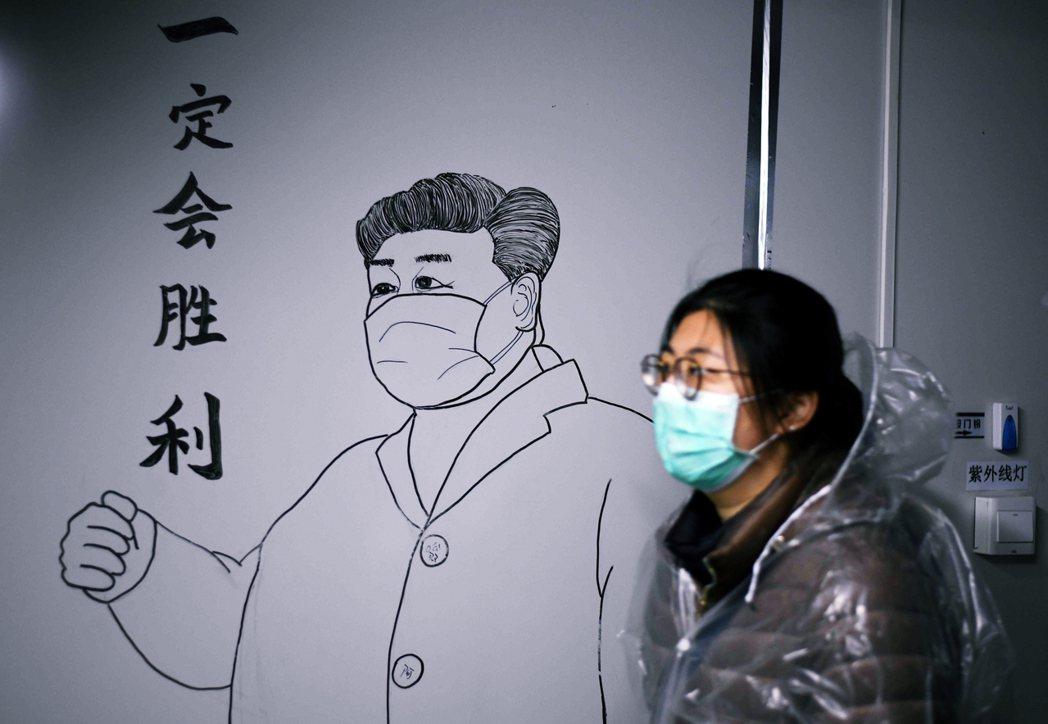 武漢剩下的「習近平戰疫壁畫」。圖/法新社