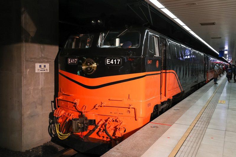 台鐵全新觀光列車鳴日號啟程。 記者季相儒/攝影