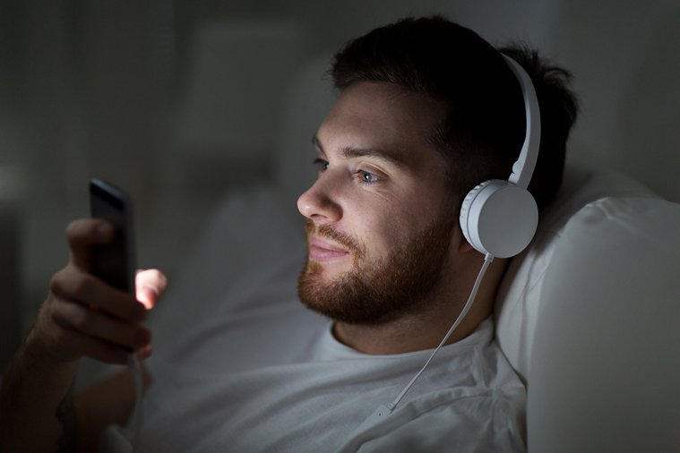 過去曾有幾個夜晚,你藏著心事,戴上耳機,百無聊賴地哼起主歌的一二句,卻覺得耳裡聽...