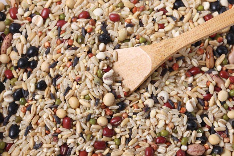 傳統上把穀物分為細糧與粗糧,細糧是指大米、白麵(小麥麵)等,粗糧就是相對細糧以外...