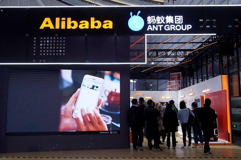 阿里巴巴已先淪為中共當局整肅的首要目標,而所有涉足金融業務的中國網路巨頭恐怕都將難逃監管。 圖/路透社