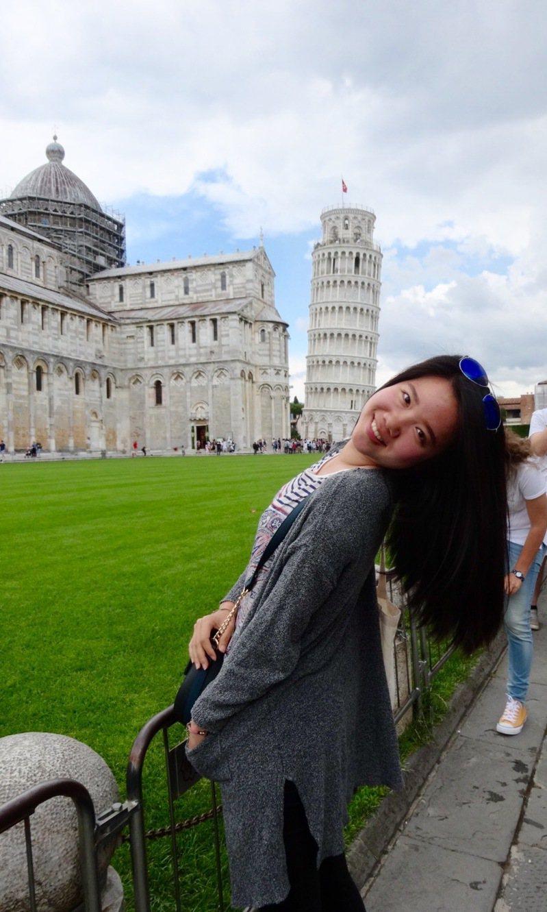 重度聽障者林以婕當年為了考法語檢定,與台灣法國文化協會溝通近1個月,爭取到免考聽力的待遇,最後順利去了法國當交換學生;圖是她在義大利旅遊。圖/林以婕提供