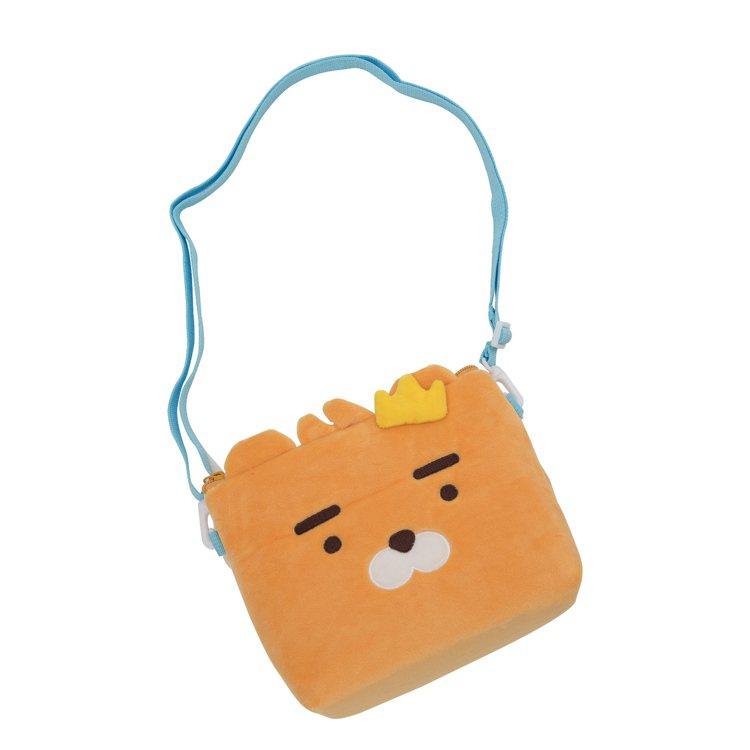 全家便利商店全新推出KAKAO FRIENDS集點加價購,側背包則有Ryan、A...