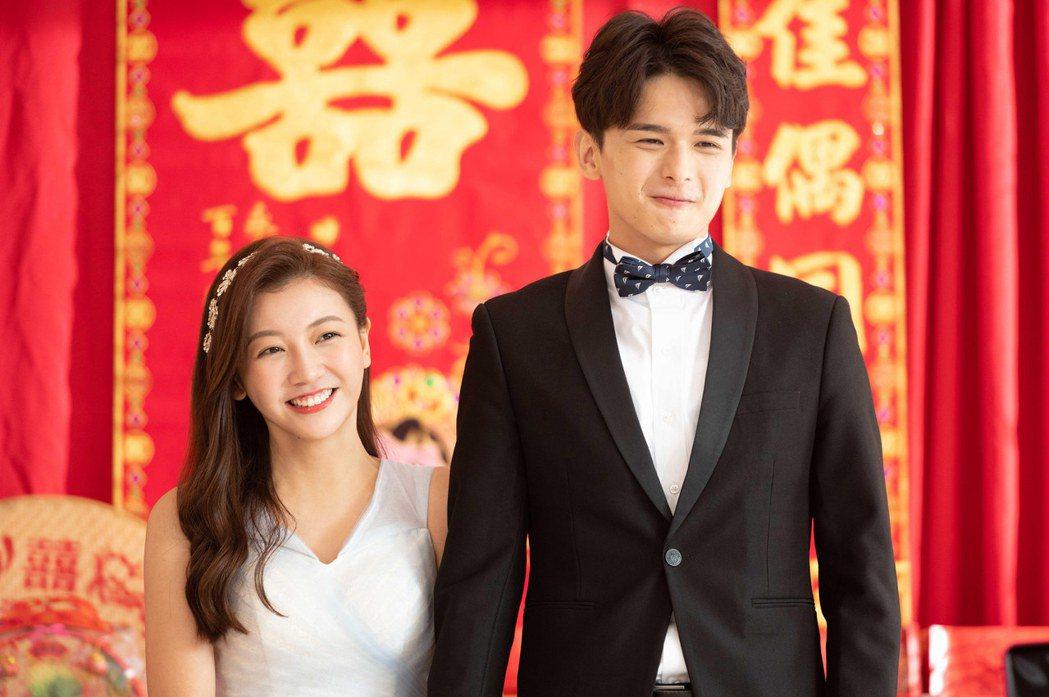 尹彥凱(右)劇中順利向優妮提親訂婚。圖/TVBS提供