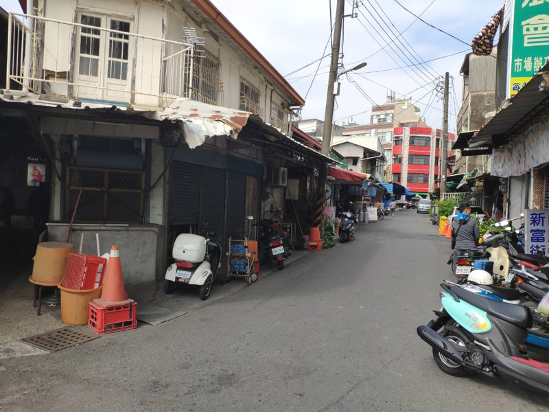 台南市白河市場中午靜寂少人煙,愈邊陲愈沒落。記者謝進盛/攝影