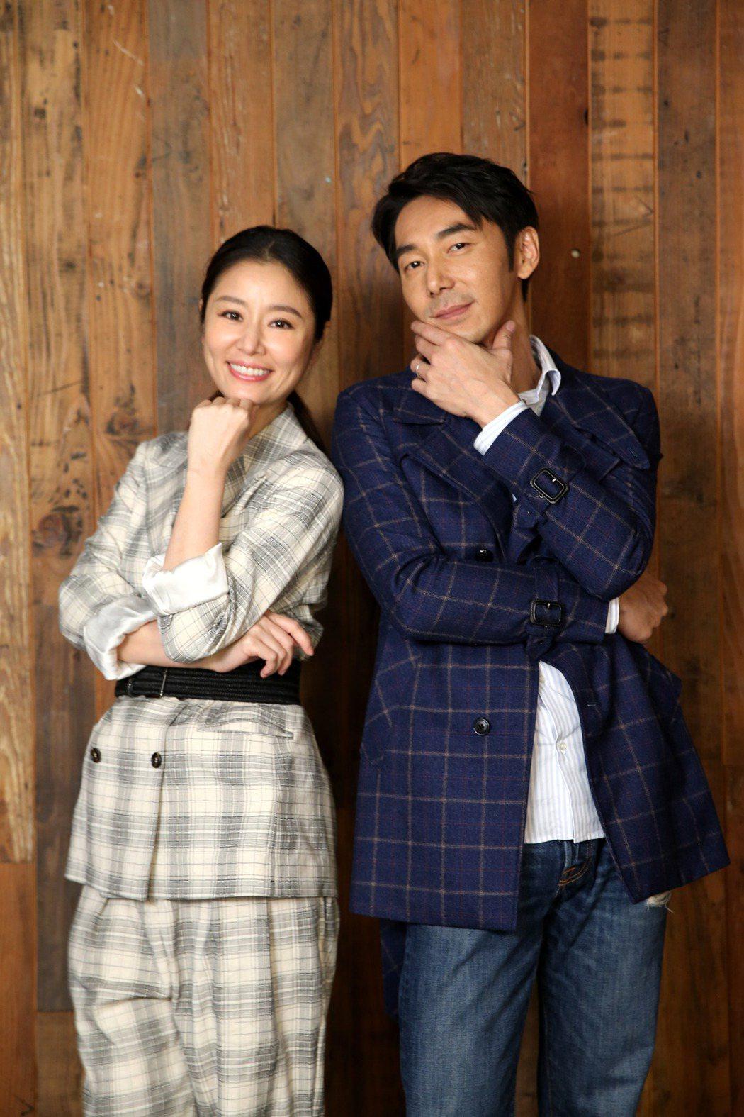 林心如(左)、李李仁(右)為新片「迷失安狄」接受專訪。記者邱德祥/攝影