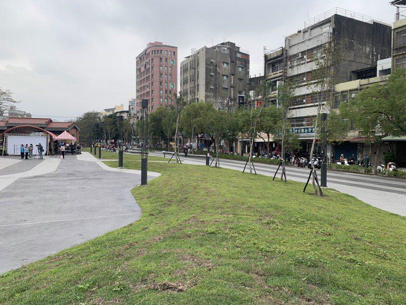 新竹縣竹東中興河道水岸及城鎮步行空間再造昨天完工,公園及步道以環境綠化為主題。記者巫鴻瑋/攝影