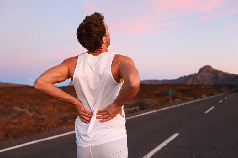 經常發生運動性血尿者,會損傷腎元,導致腎功能障礙。圖/123RF