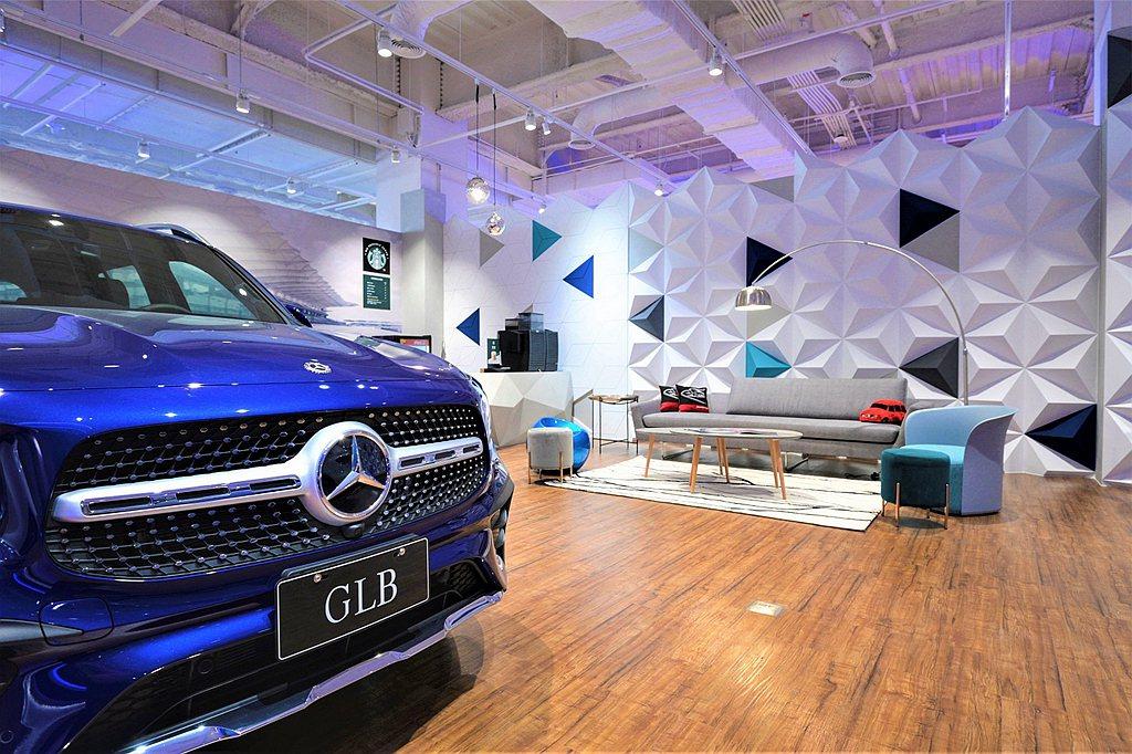 中華賓士自2020年12月25日起於台南南紡購物中心二期,開設為期一年的品牌概念...