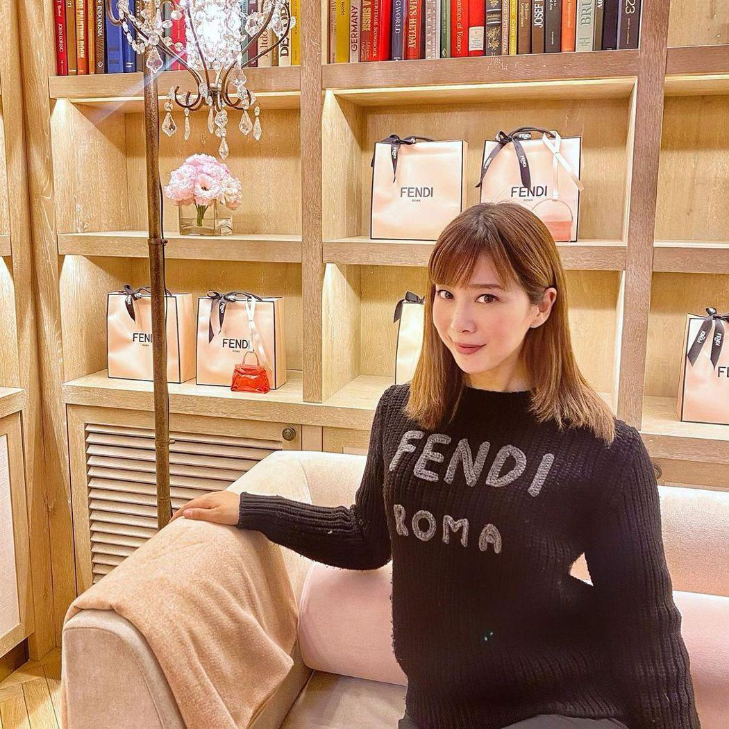 有「日本第一女公關」之稱的小川えり,如今轉戰youtuber,旗下還擁有多家公司...
