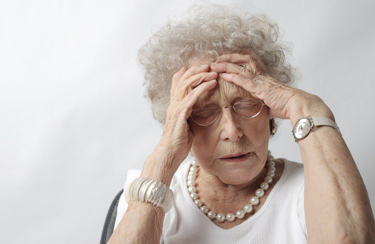 天氣逐漸變冷,許多50歲以上的三高患者血管阻塞造成中風的情形也越來越多。 圖/p...