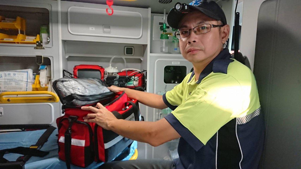 工程師林昌賢拒當宅男,加入新竹市消防局鳳凰志工,將下班、休息時間拿去搶救生命,擔...